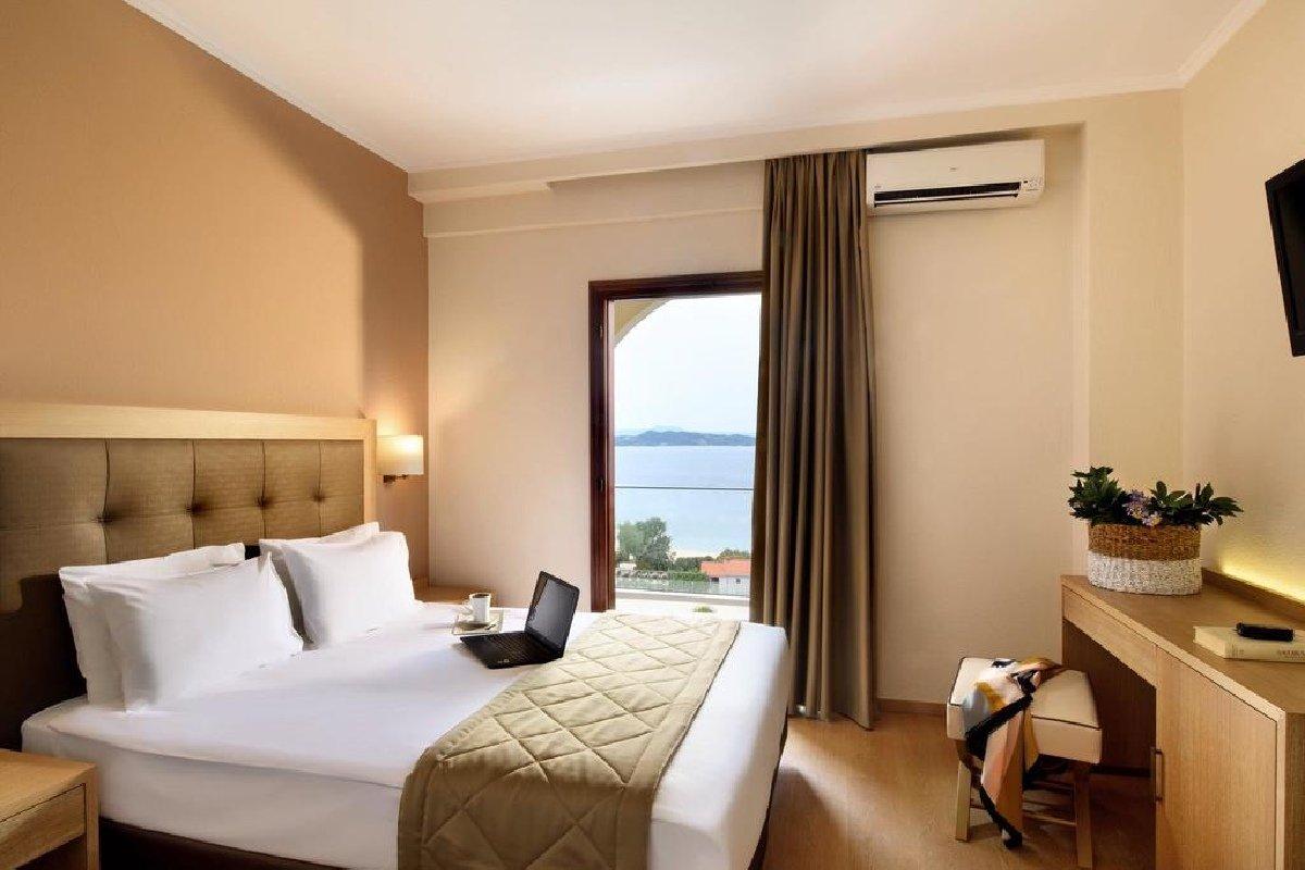 Hotel Akrathos Beach soba
