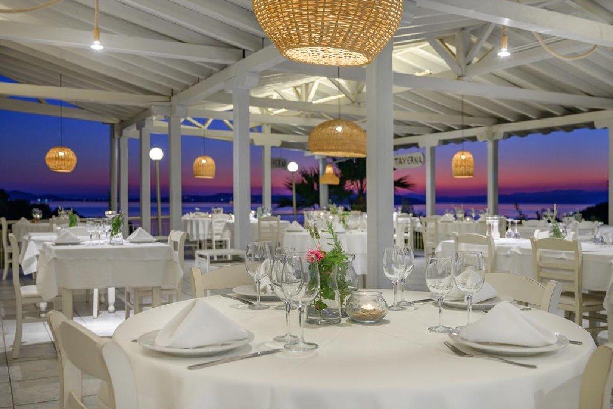 Hotel Akrathos Beach restoran