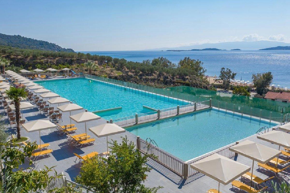 Hotel Akrathos Beach bazen