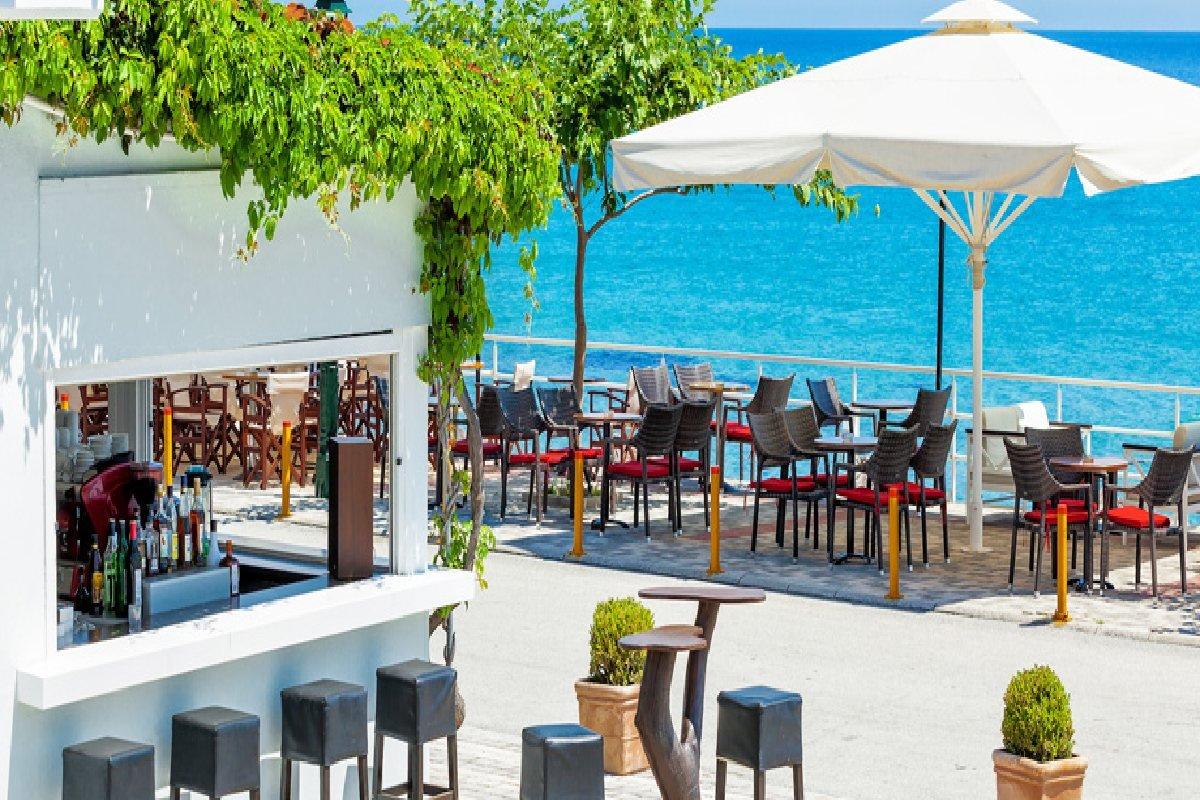 Hotel Xenios Dolphin Beach bar