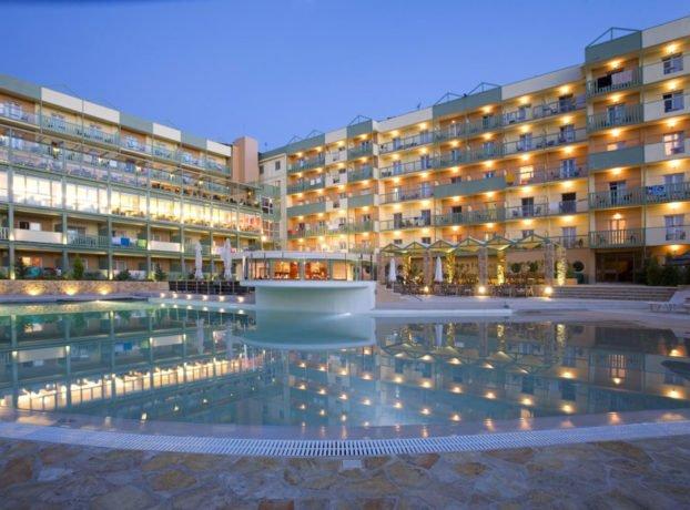 Ariti Grand hotel spolja