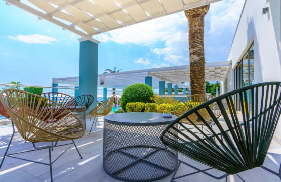 Cronwell Sermilia Resort Hotel