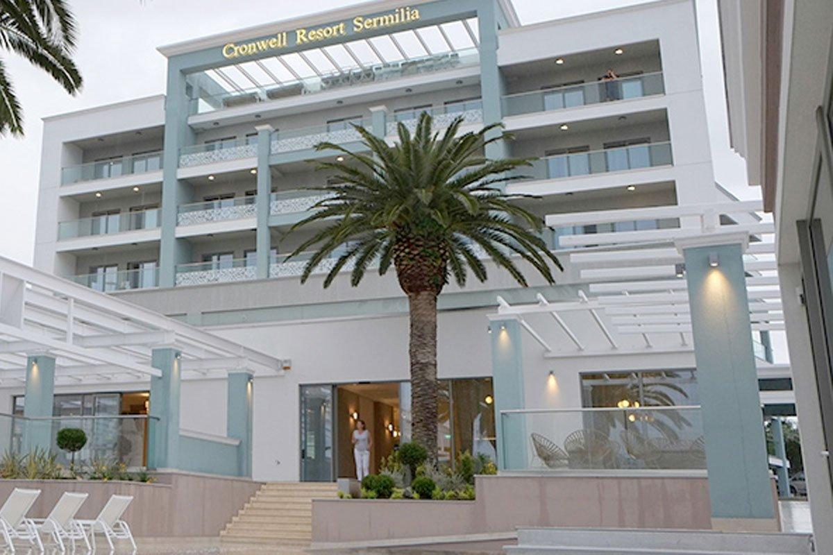 Cronwell Resort Hotel spolja