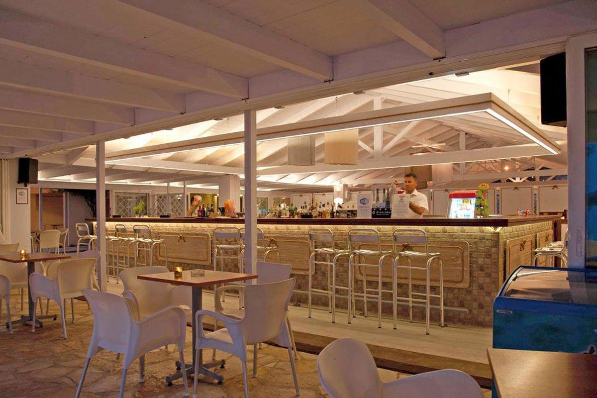 Delfinia hotel bar