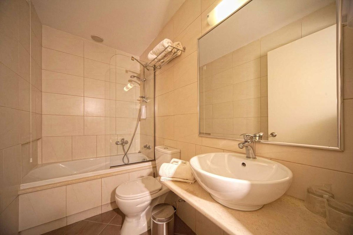 Delfinia hotel kupatilo
