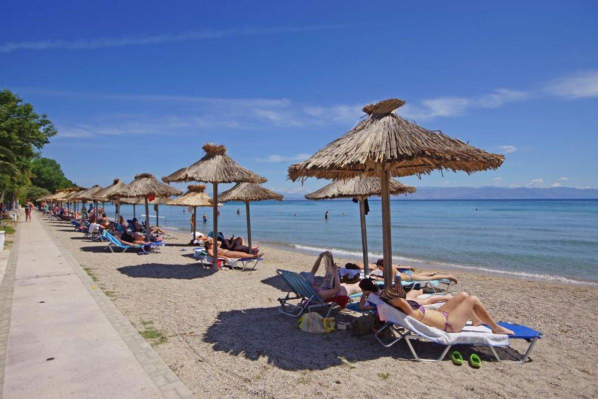 Delfinia hotel plaža Krf