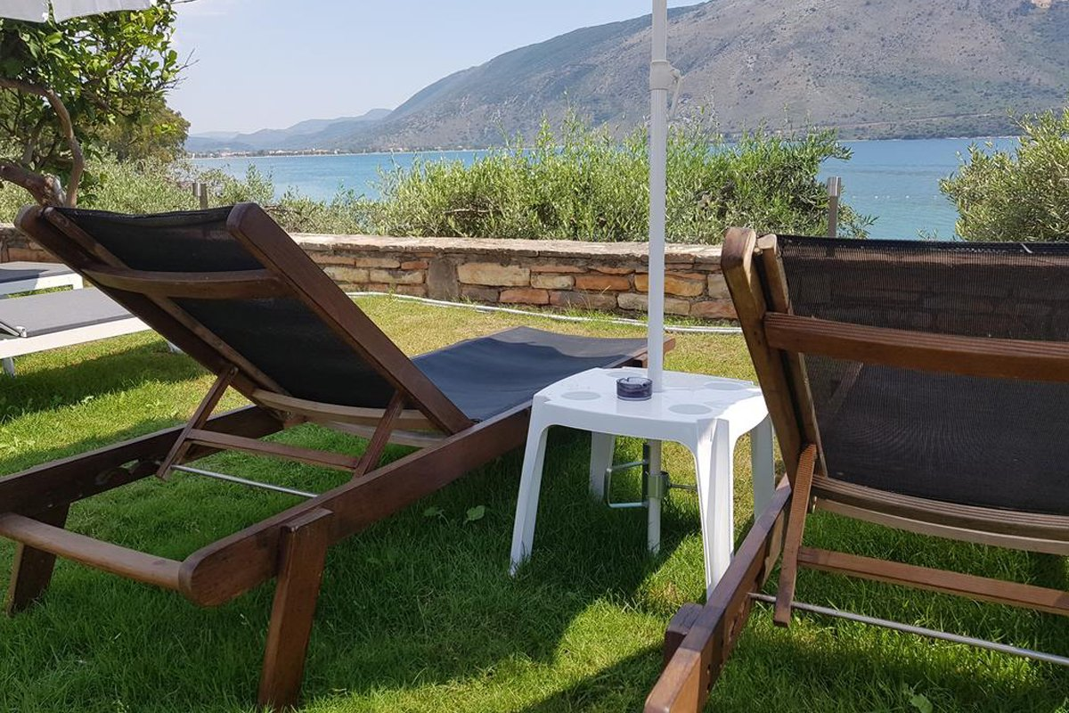Plataria Seaside Resort bašta