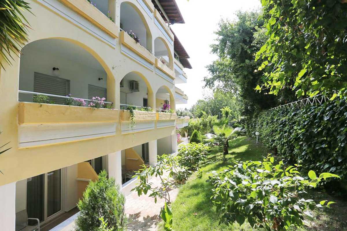 Tropical hotel terase