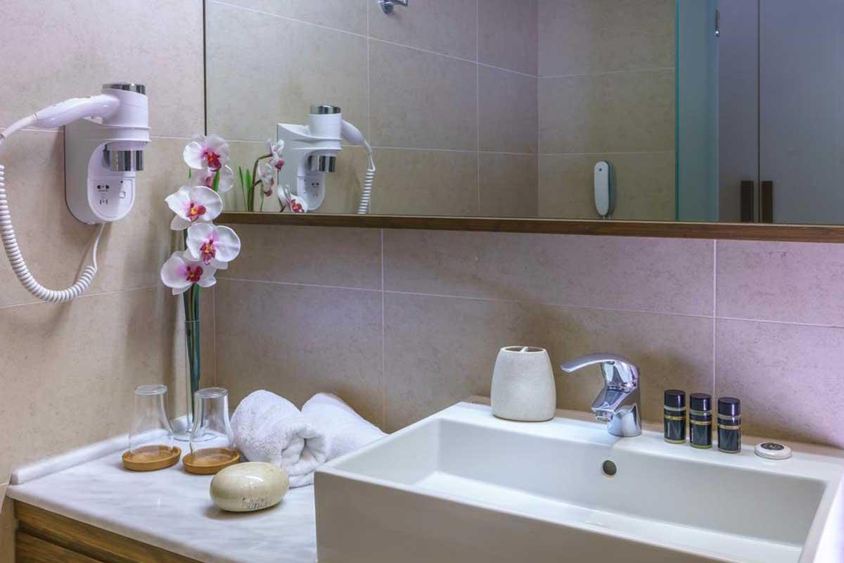 Cosmopolitan Hotel & Spa kupatilo