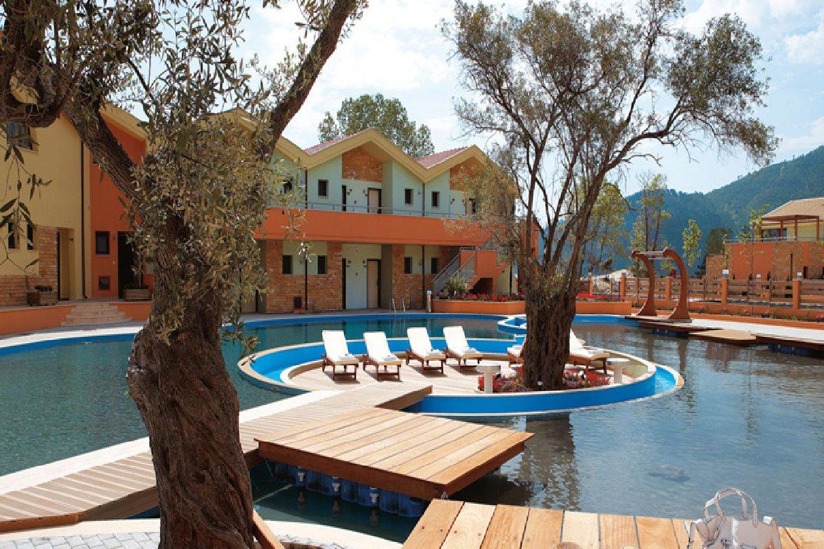 Hotel Alexandra Golden Boutique ležaljke na bazenu