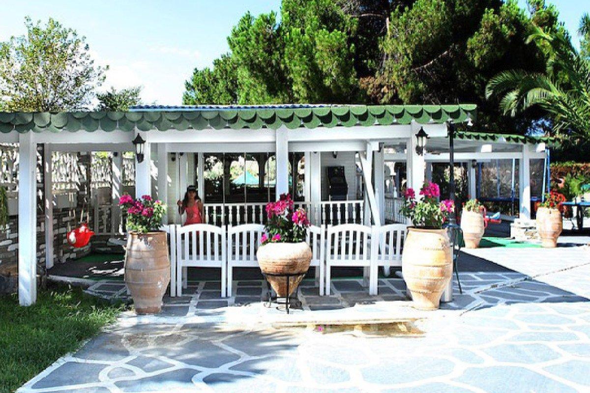 Hotel Diaporos dvorište