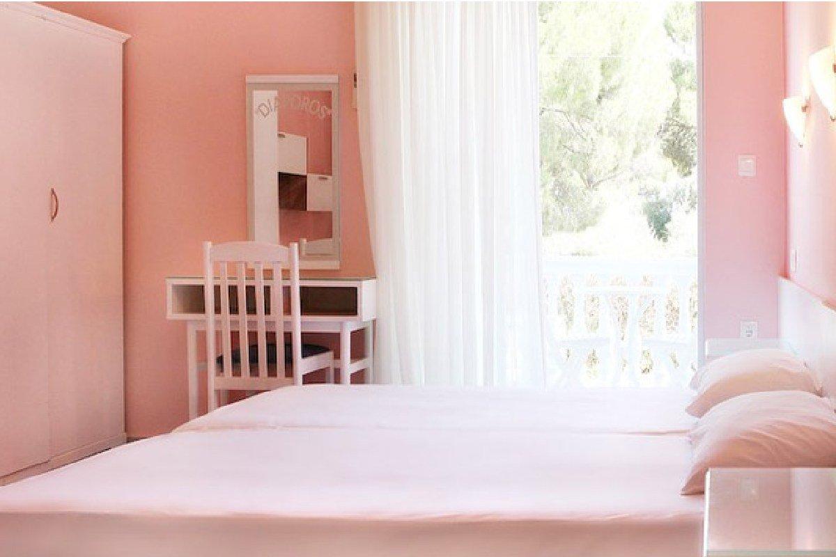 Hotel Diaporos sobe