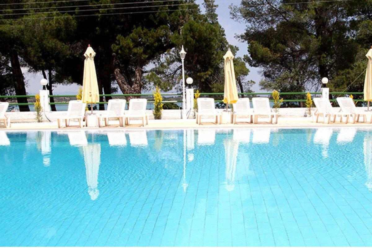 Hotel Rema ležaljke na bazenu
