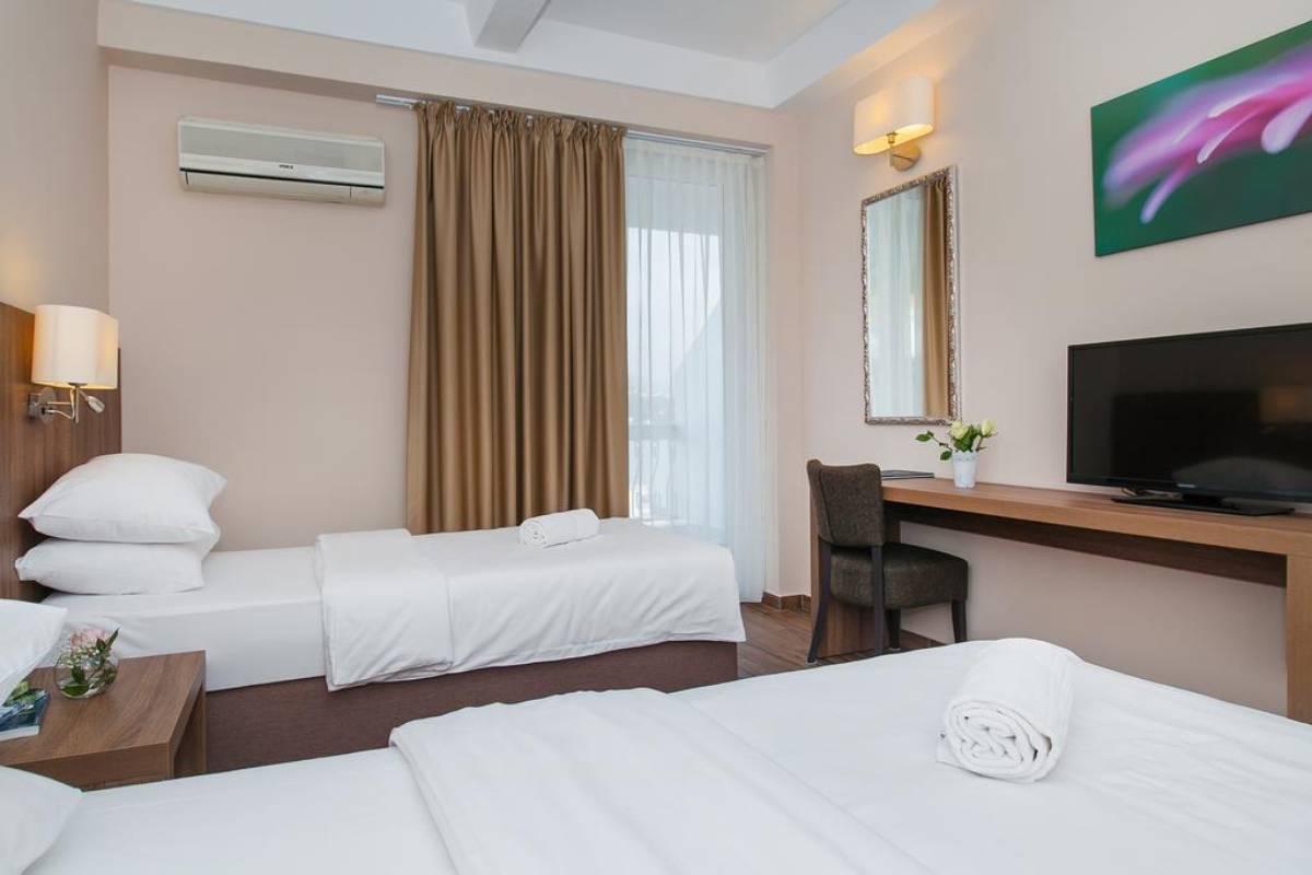 Hotel Sato apartmani u Sutomoru