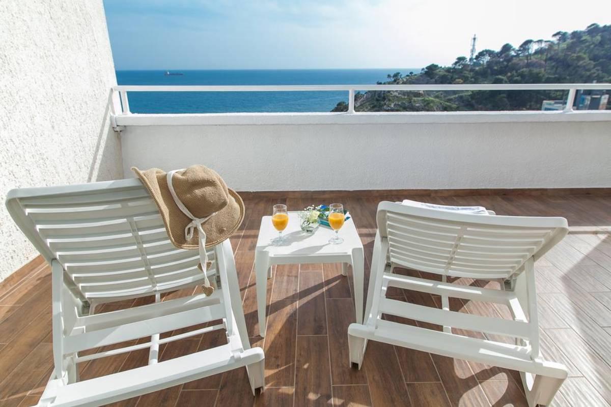 Hotel Sato terasa sa pogledom na more