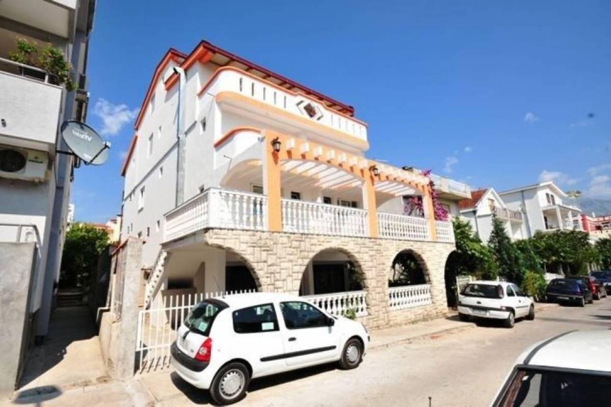 Hotel Talas parking