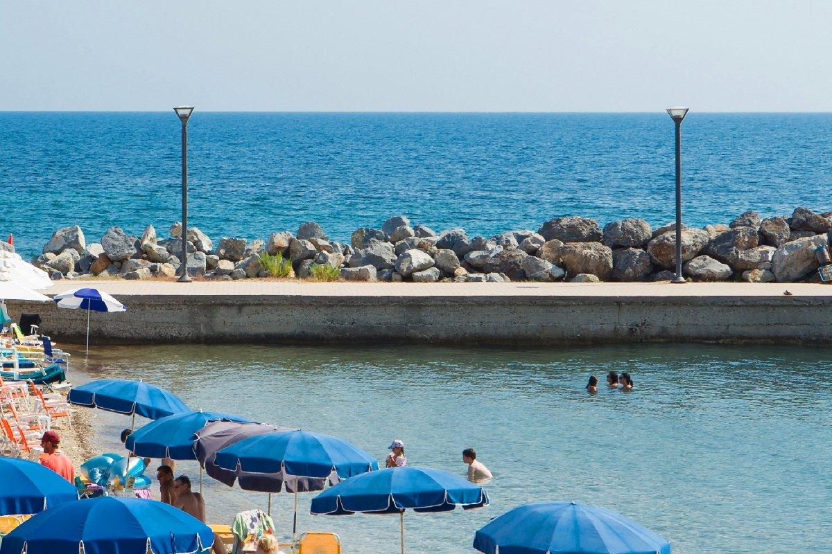 Hotel Xenios Loutra beach plaža Halkidiki