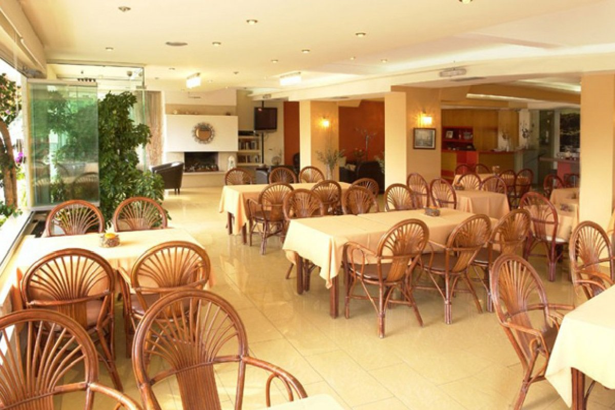 Hotel Xenios Loutra beach restoran