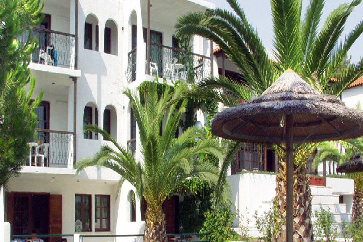 Hotel Esperides dvorište2